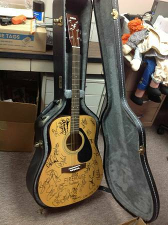New Signed Yamaha Acoustic Guitar - $995 (WESTHEIMER SOUTH DAIRY ASHFORD)