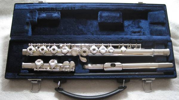 YAMAHA YFL-261 OPEN HOLE FLUTE(PRISTINE) - $299 (Houston Areas)