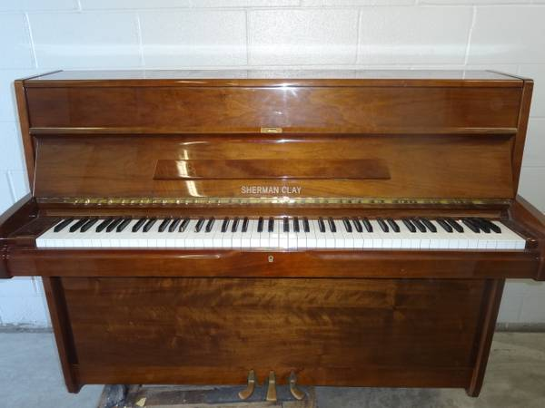 SHERMAN CLAY UPRIGHT PIANO AND BENCH - $600 (beltway 8 near fallbrook)