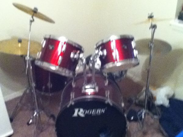 Rogers Drum set with 4 cymbals - $350 (Spring)