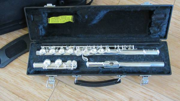 Yamaha 221 Flute with Travel Case - Barely Used - $250 (Clear Lake)