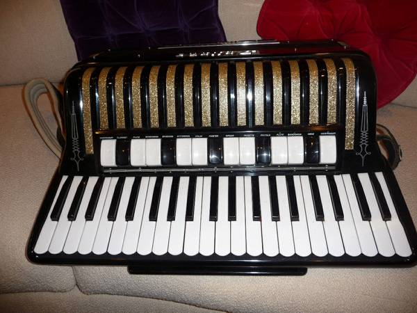 Accordion Dallape Double Tone Chamber Super Maestro - $2999 (Conroe)