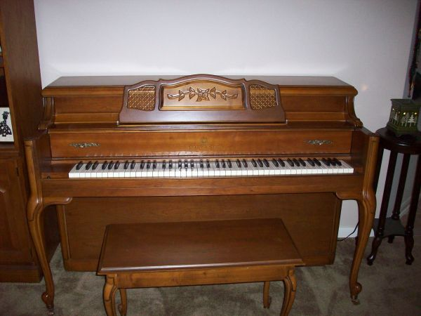 Story Clark Console Piano - $1400 (Cypress (NW Houston))