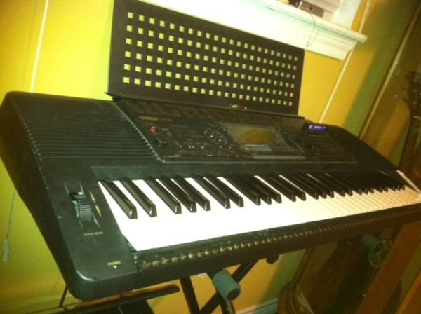 Yamaha psr-520 keyboard with stand - $180 (the woodlands)