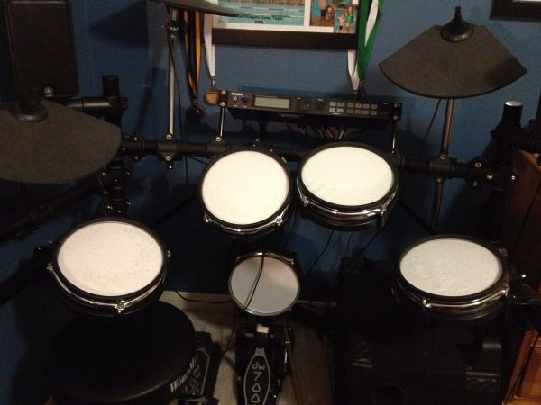 Alesis DM5 Pro Kit, DW7000 pedal, Yamaha MS500R sub monitors - $500 (West Houston)