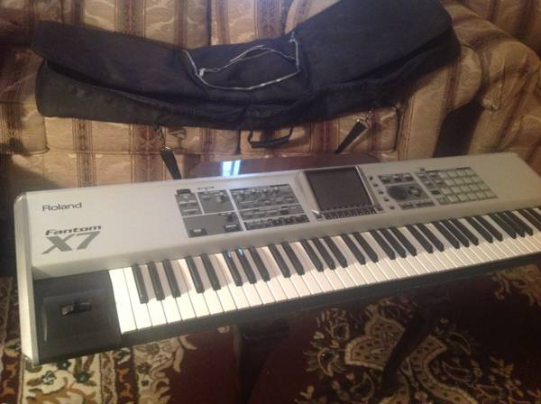 Roland fantom X7 great condition - $1200 (Gessneri10west)