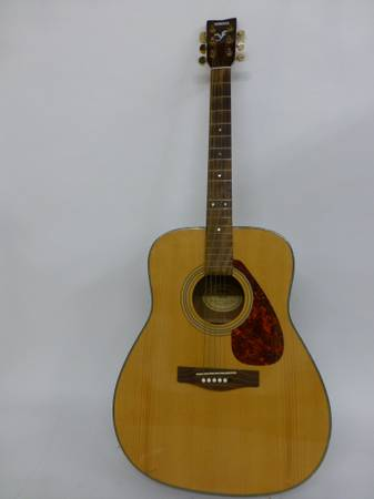 YAMAHA ELECTRICACOUSTIC GUITAR - $100 (1960 AND PERRY RD)