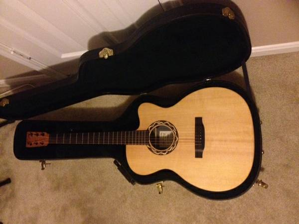 Martin XC1T Ellipse AcousticElectric Guitar with Case - $750 (Cypress, TX)