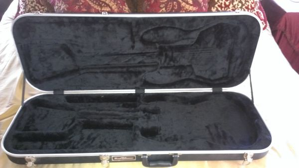 Trade New Road Runner Professional Guitar Case - $199 (Conroe Woodlands)