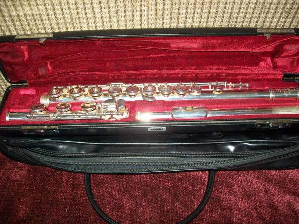YAMAHA 481 FLUTE-STERLING SILVER OPEN HOLED WITH B FT-EXC. CONDITION - $925 (Tomball and surrounding areas)