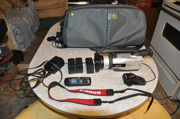 Canon GL2 and accessories. - $650 (New Caney, Tx)