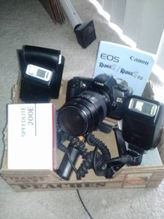 canon rebel g 35mm camera with two canon speed lites and base holder - $175 (Tangelwood)