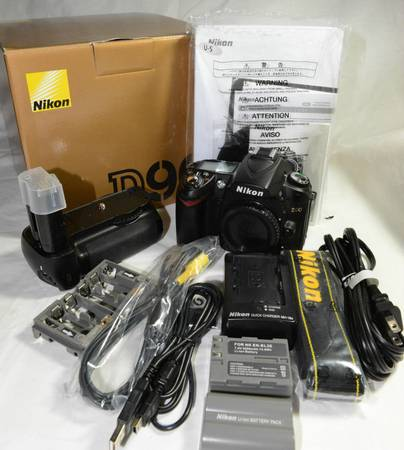 NIKON D90 CAMERA BODY VERTICLE GRIP - $560 (Clear Lake Area)