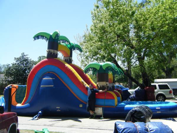 MOONWALKS MOST POPULAR CARHACTERS BIG WATER SLIDES COMBOS (KATY CYPRESS HOUSTON AND RICHMOND 77406 )