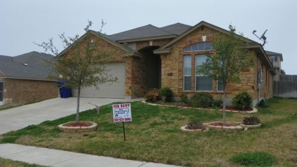 $1250 4br - Must See
