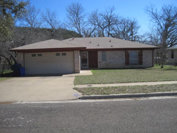 $840 3br - Convenient location close to Fort Hood, Shopping, Schools (1915 Pleasant)