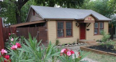 120  2br  Remodeled  clean  fresh and energetic Austin-Style home