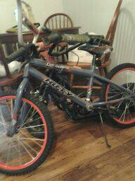 HUFFY BOY MOUNTAIN BIKE - $25 (Belton,TX. )