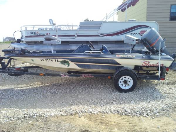1985 Bass Boat  -   x0024 2500  Temple