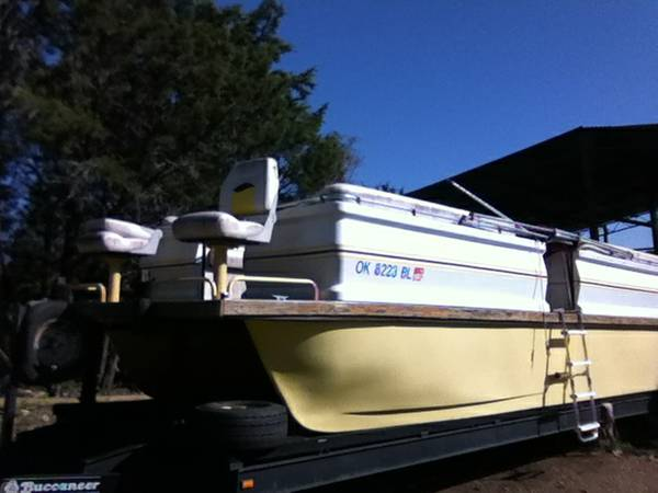 28 Ft Fiberglass Pontoon Boat - $4000 (Gatesville)