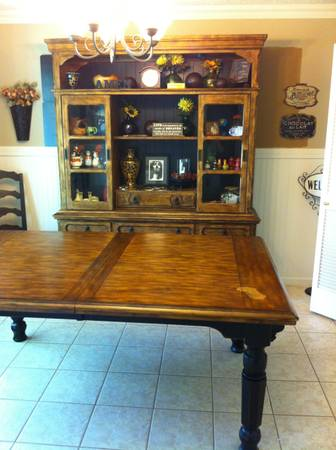 Rowley Creek Extension table and maching china hutch - $550 (Temple)