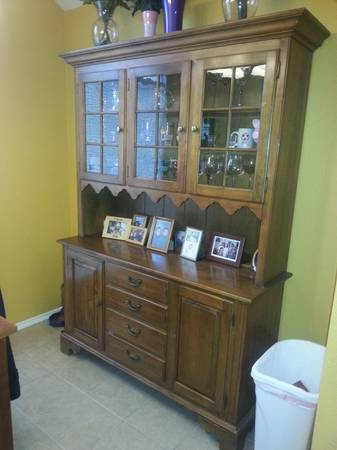 Ethan Allen table and hutch - x0024400 (killeen)