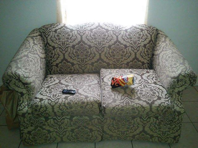 100  Selling my couch and loveseat  100