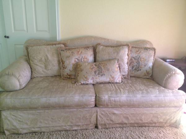 very clean formal couch negotionable - $200 (killeen fort hood copperas cove)