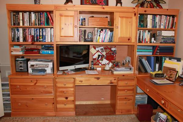 Broyhill Desk System - $350 (Harker Heights, TX)