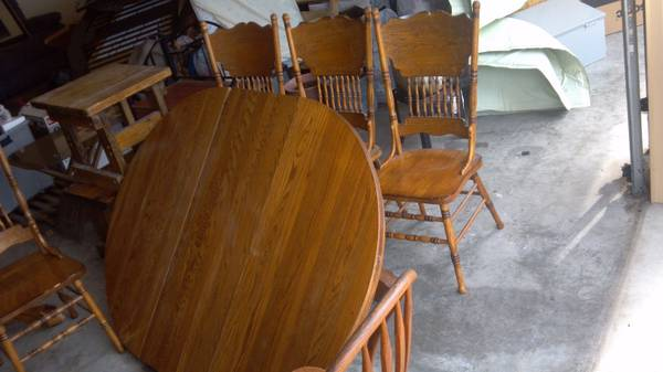 Hard Wood Tables an couchs, plus Oak entertainment center - $200 (Killeen, tx)