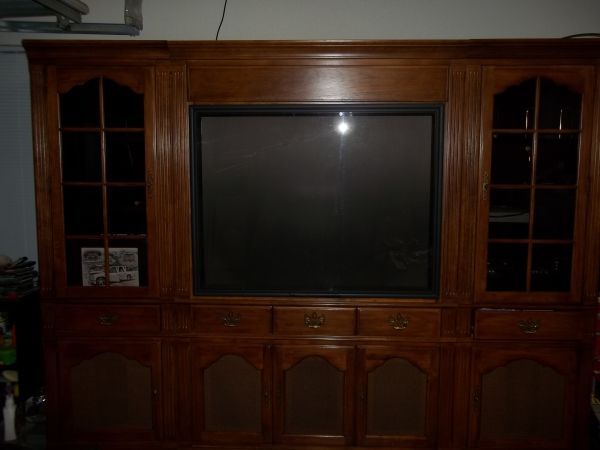 ENTERTAINMENT CENTER WITH BIG SCREEN TV - $650 (KILLEEN)