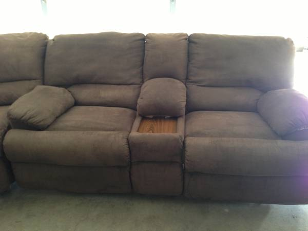 3 Piece Sectional w Recliners Pull Out Bed - $600 (Killeen off Stan Schluetter)