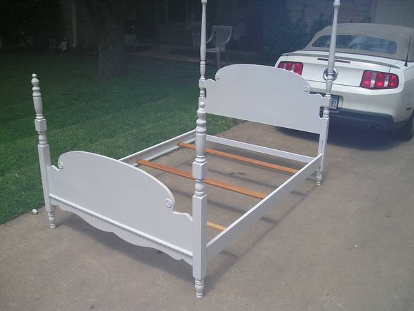 4 post bed tall wood finials full size white head foot board rails - $125 (Temple Tx)