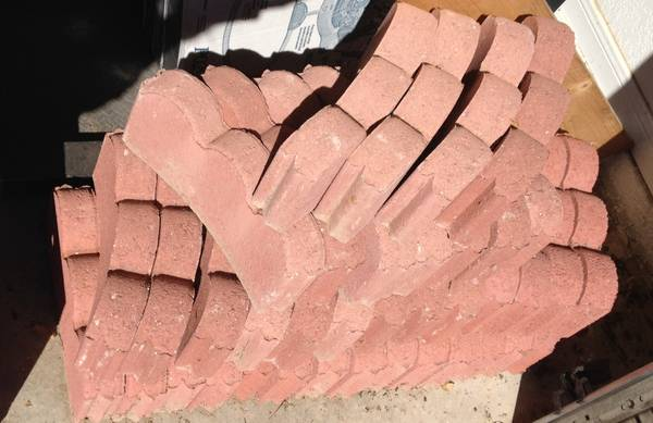 Lot of 39 scalloped red curved lawn edging - $20 (Copperas cove)