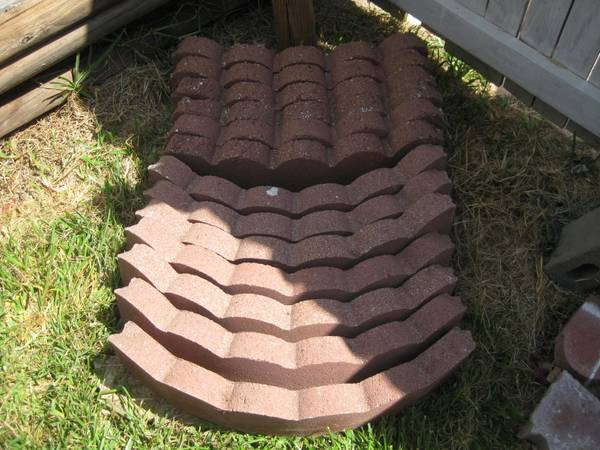 24 pieces Red Brick edging Straight Curved - $30 (Kempner)