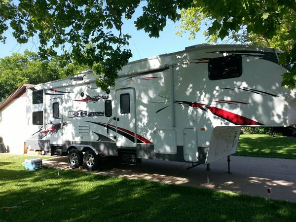 Toy Hauler 08 Fuzion - $34350 (Killeen, tx)