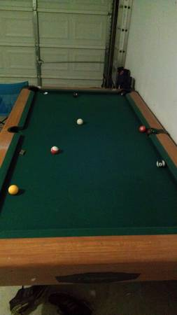 Chicagoan Pool Table. 4x8 playing area. - $150 (ws youngwest cliff area )