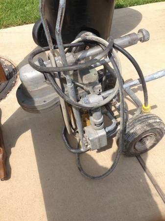 Airless binks super bee pressure paint pump - $150 (Temple)