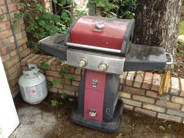 Kenmore Gas Grill w extra propane tank - $60 (Copperas cove)