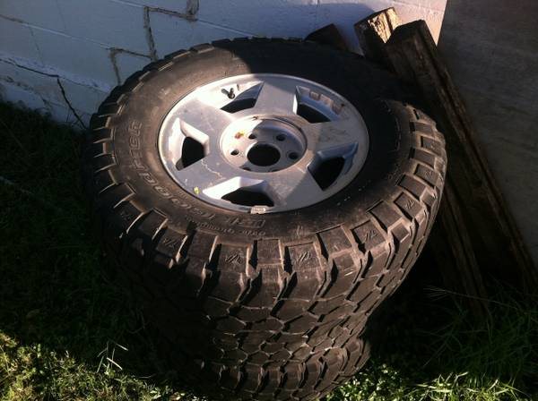 Chevy wheels and tires ...17 inch 6 lug - $50 (Troy Texas )