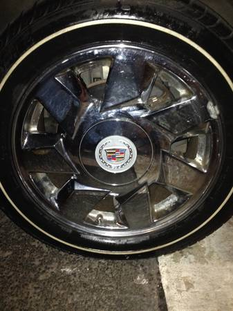 Cadillac DTS rims for trade for another DTS rims - $1 (Austin)