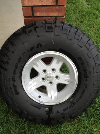 33 BFG MT on 15x8 Jeep Grizzly Wheel - $250 (Killeen, TX)