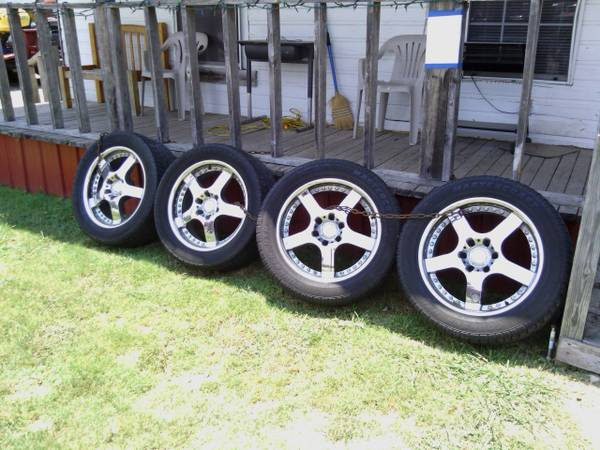 22 chrome rims - $500 (salado)