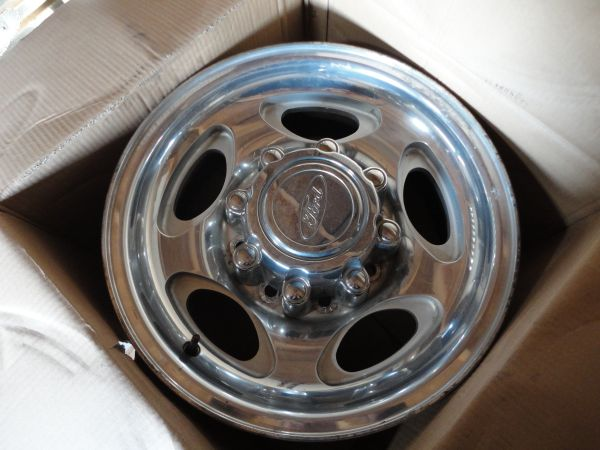 8 lug Ford wheels 34 ton - $350 (Belton)