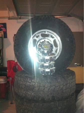 Chevrolet 8 lug wheels and tires - $450 (Fort hood,Kempner,Cc,Killeen)