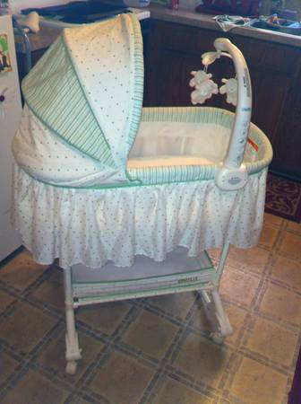 Rocking Bassinet with Mobile and Storage - $50 (Killeen Harker Heights)
