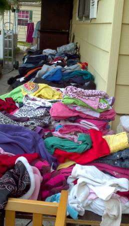 Baby and kids clothes - $1 (505 Bonnie Drive)