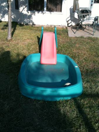 Step 2 pool with slide - $40 (killeen)