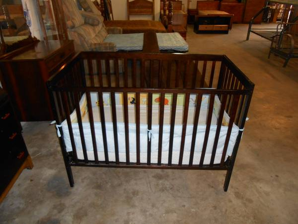 Dark Wood Crib -   x0024 125  808 Sales  amp  Auction
