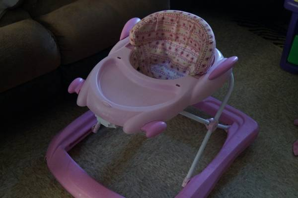 Girl walker, purple bumbo with tray and play mat - $10 (Fort Hood)